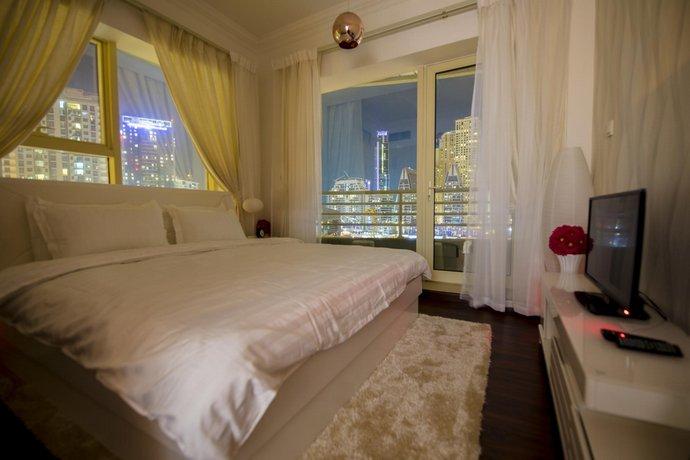 Luxury Marina apartment water view & pool