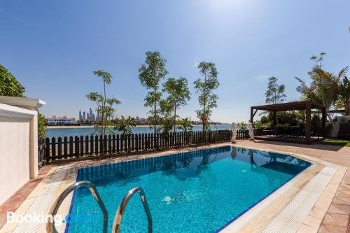 5 Bedroom Independent Villa In Palm Jumeirah By Deluxe Holiday Homes