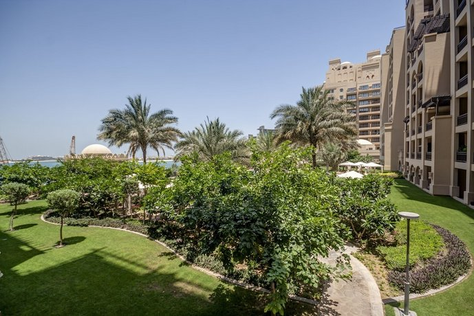 Beachfront Two Bedrooms on Palm Jumeirah by Deluxe Holiday Homes