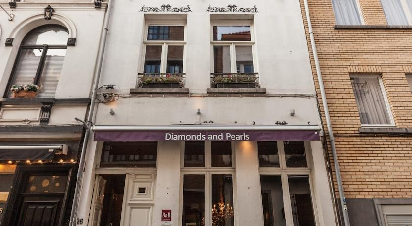 Hotel Diamonds And Pearls