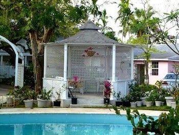 Orchard Garden Hotel & Suites