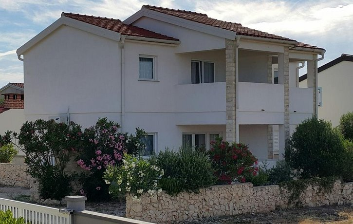 Apartments Andrea Privlaka