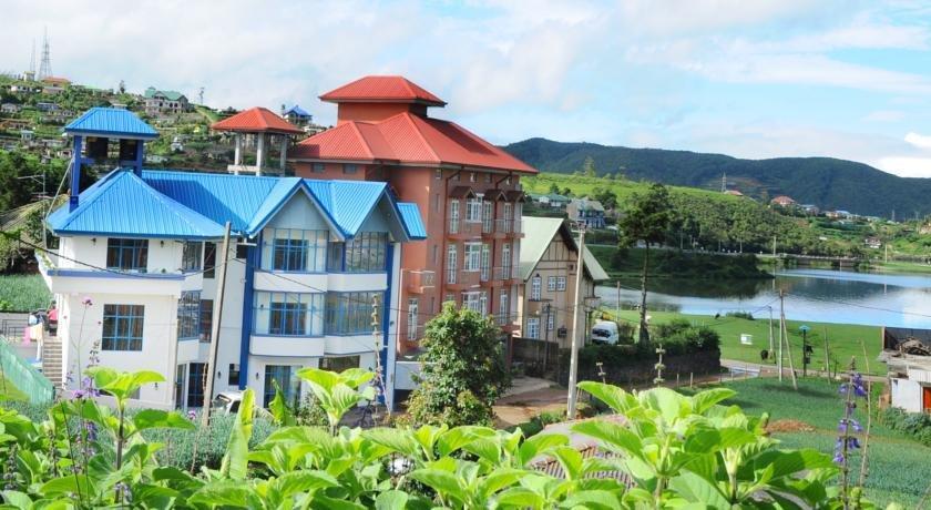 Yoho Pello Lake Resort