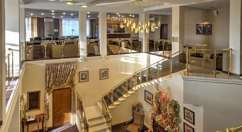Alexander Club Hotel