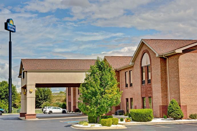 Days Inn & Suites by Wyndham Louisville SW