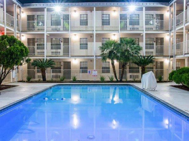 Days Inn by Wyndham San Antonio Near Lackland AFB