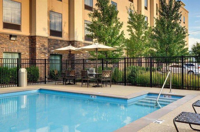 Hampton Inn & Suites Nashville at Opryland
