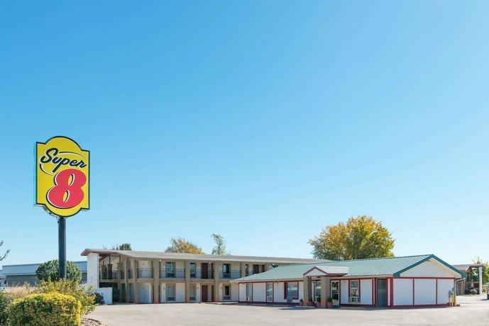 Super 8 by Wyndham Fenton/St Louis Area