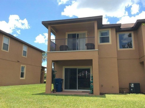 500 Calabria Ave Holiday Home