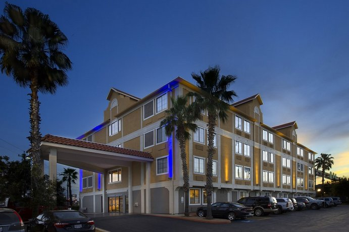 Holiday Inn Express & Suites San Antonio - Downtown Market Area