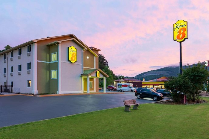 Super 8 by Wyndham Chattanooga Lookout Mountain TN