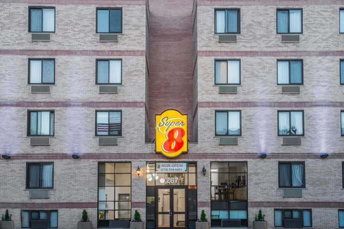 Super 8 by Wyndham Brooklyn / Park Slope Hotel